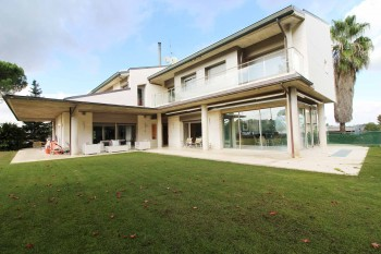 Ref. 1286 - Spectacular house with great views to the Golf